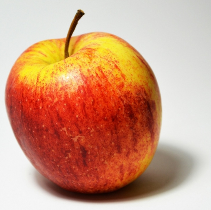 Gorgeous Pencil Drawing Of Apple Free How To Draw A Juicy Apple Using Coloured Pencil Photo